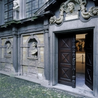 515Doors to atelier with Adam and Eve (c)Bart Huysmans, Michel Wuyts.jpg
