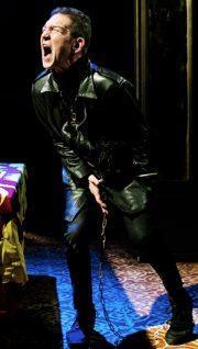 Greg Hicks in Richard III dir Mehmet Ergen c Alex Brenner_crop 1